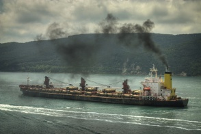 iStock_polluting ship